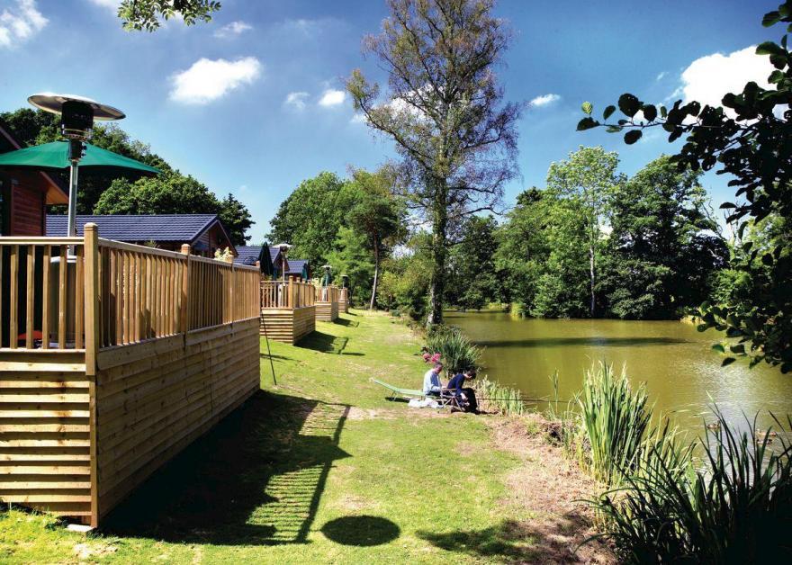 Lakeside Willow Lodge