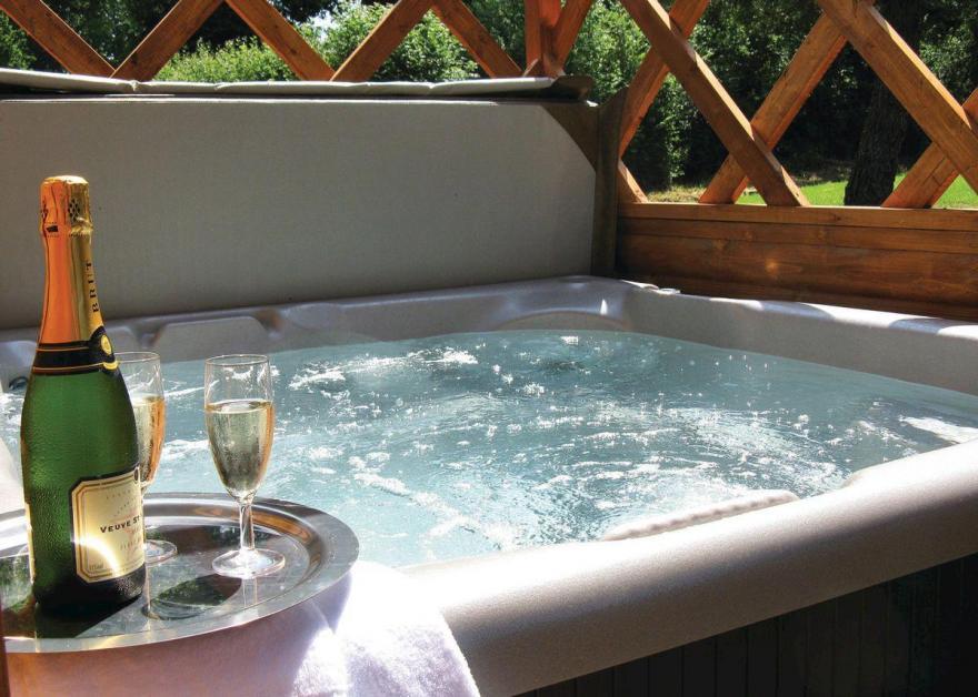 Fairway Lodge  (Hot Tub)