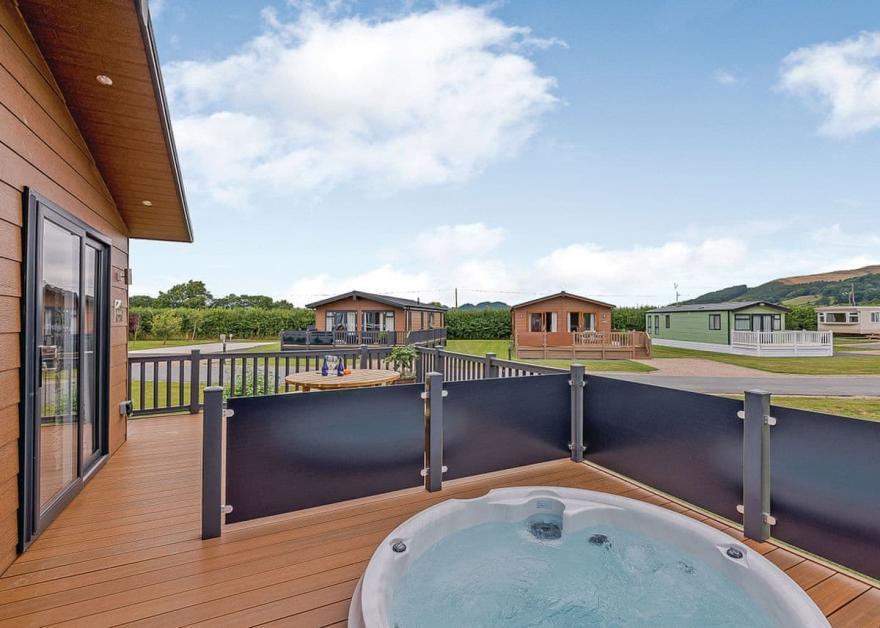 Premium Lodge 2