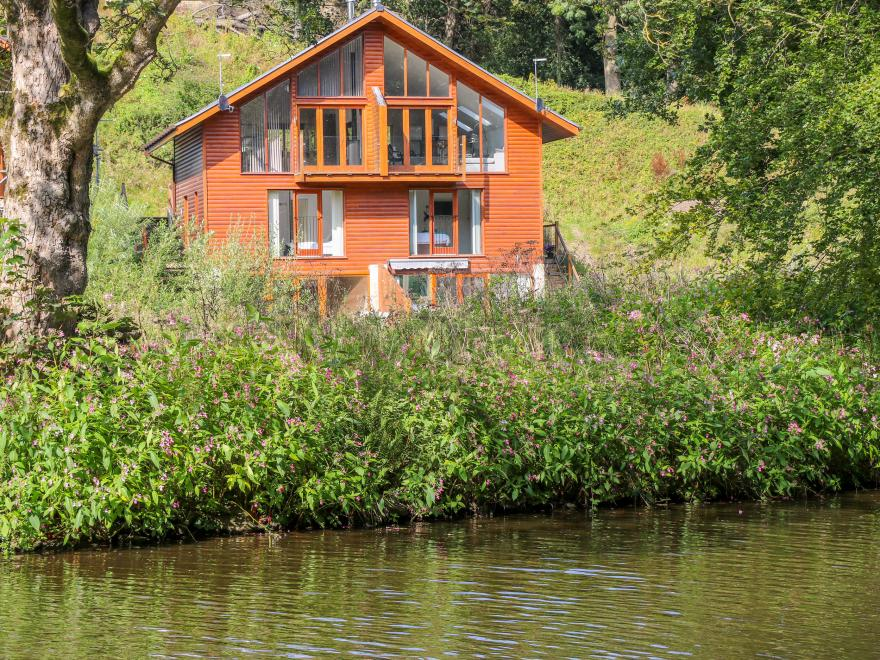 15 Waterside Lodges