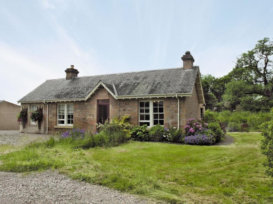 Millburn Cottage - Cottages in Moray sleeping 6 (0+)