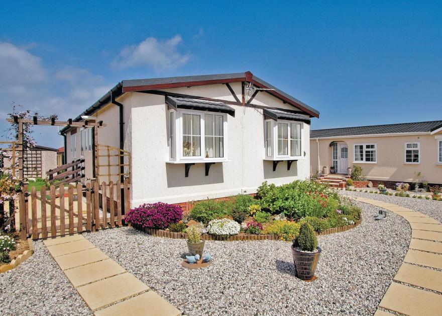 Adelin Lodge - E4071