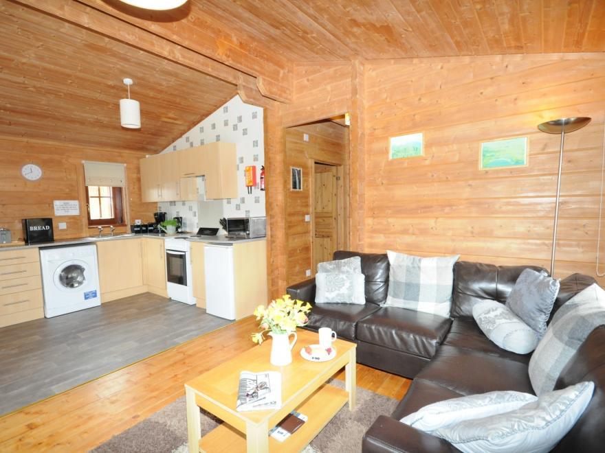 Log Cabin near Loch Ness (12.5mls W)