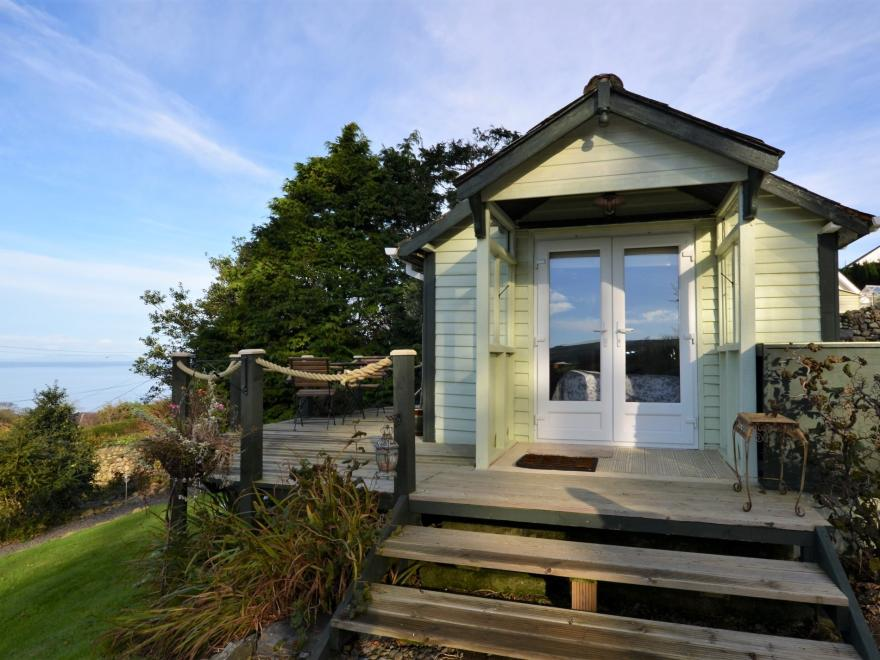 Log Cabin near Aberdovey (8.5mls N)