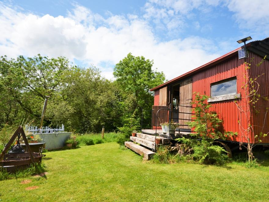Log Cabin near Hay-on-Wye (6mls SE)