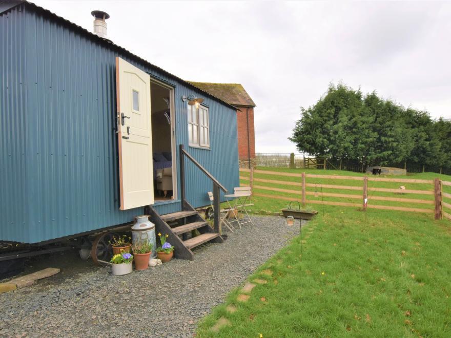 Log Cabin near Ludlow (3mls NE)