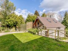 Log Cabin Near Bredon (4.5mls E)