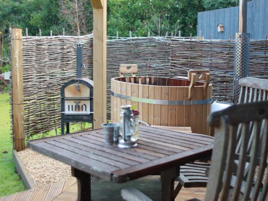 Log Cabin near Crewkerne (2mls NE)