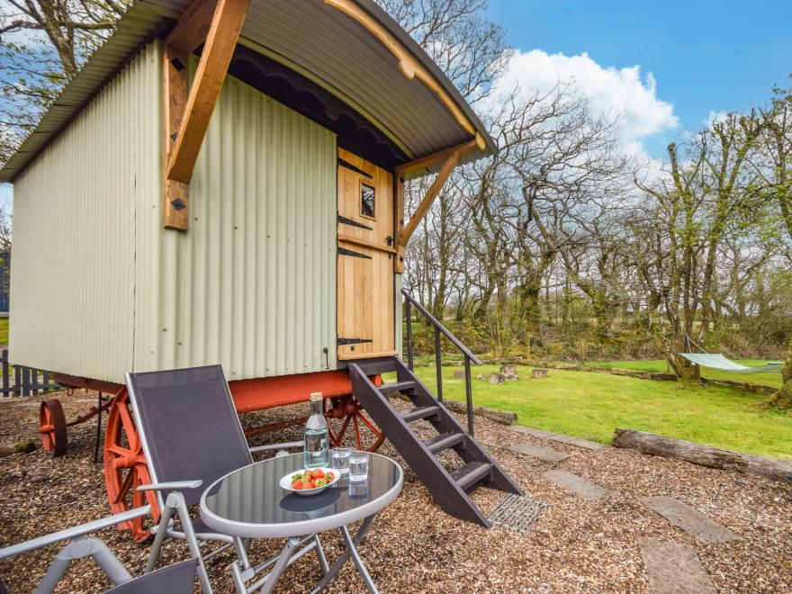 Log Cabin near Clovelly (1.5mls SE)