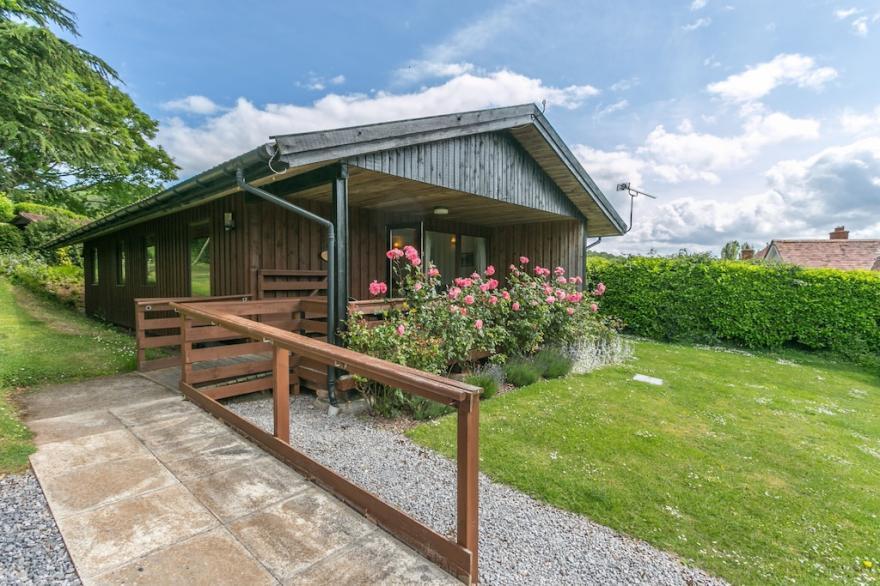 Laburnum Lodge- Woodcombe Lodges