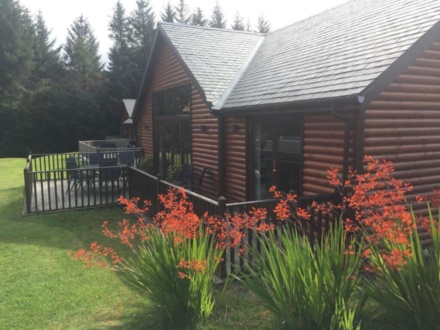 Lochside Lodge *new Listing*