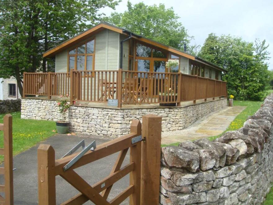 2-Bed Deckhouse Lodge